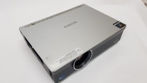 Polovni projektor Sony VPL CX120 - gornja strana projektora