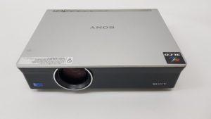 Polovni projektor Sony VPL CX120 - prednja strana